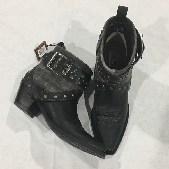 fd041f8868f7f Ariat Shoes   Womens Defiance Studded Short Cowgirl Boot   Poshmark